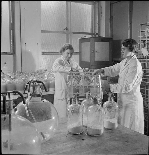 Blood_Drying_Unit-_Processing_Blood_in_the_Laboratory,_Cambridge,_England,_UK,_1943_D16766